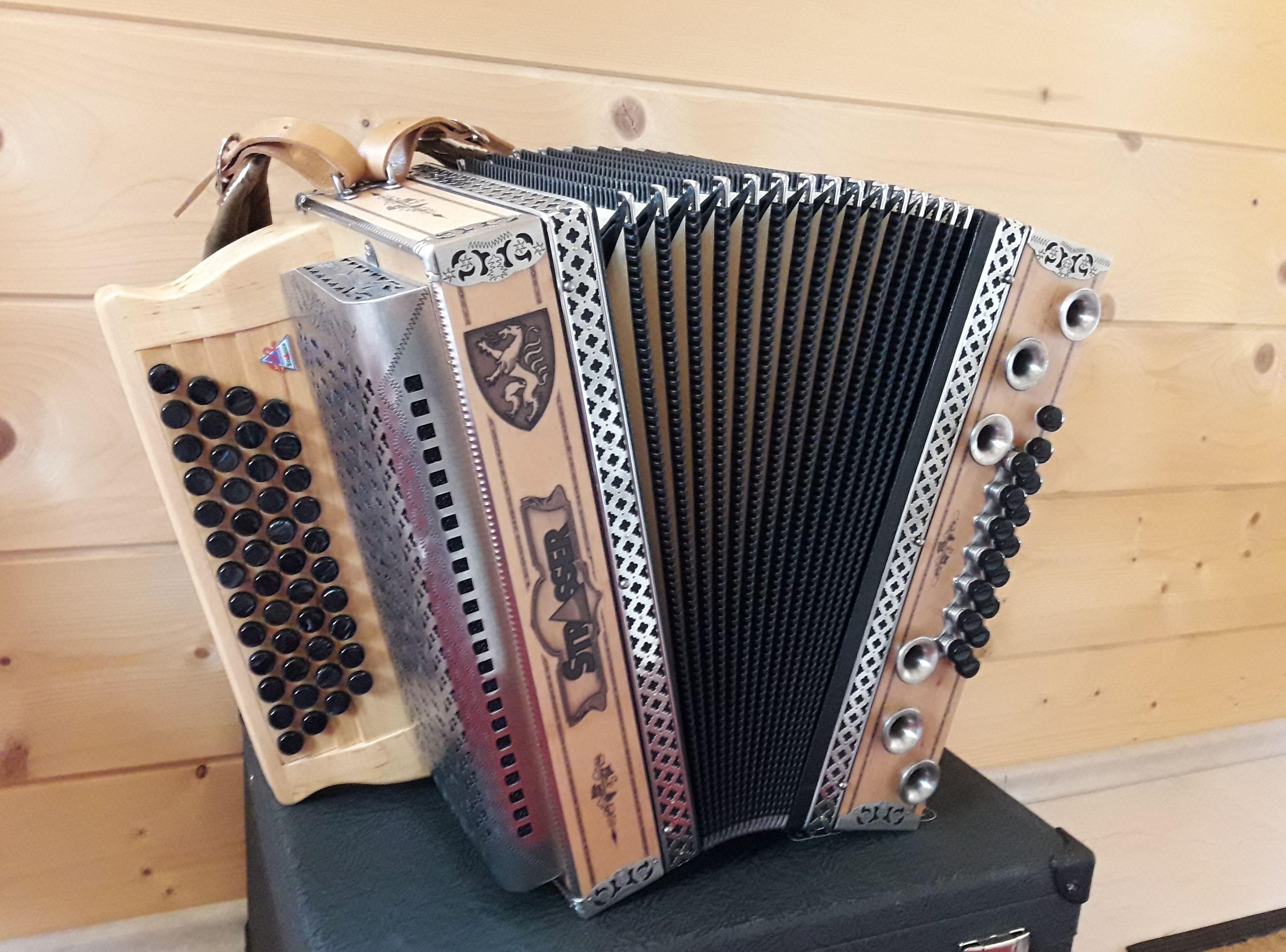 Strasser Steirische Harmonika Hoamat Harmonikaland